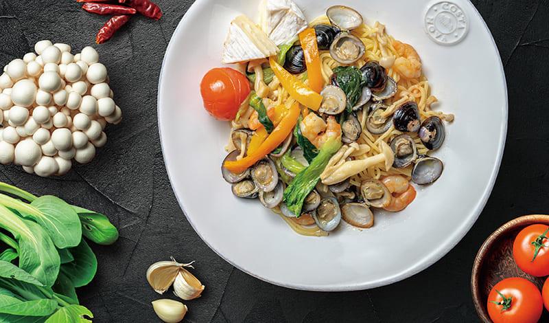 しじみと彩り野菜のオイルパスタ